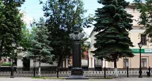 Кострома, Островский, Бюст