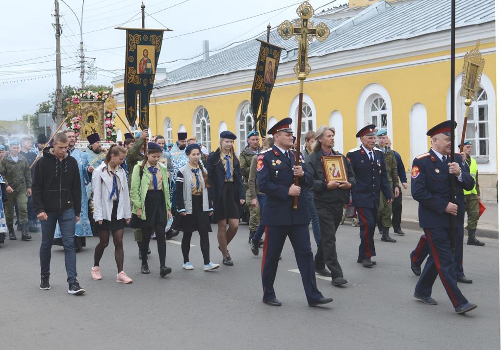 http://lifekostroma.ru/wp-content/uploads/2018/08/krestnyj-hod-ikona-kostroma-2018.jpg